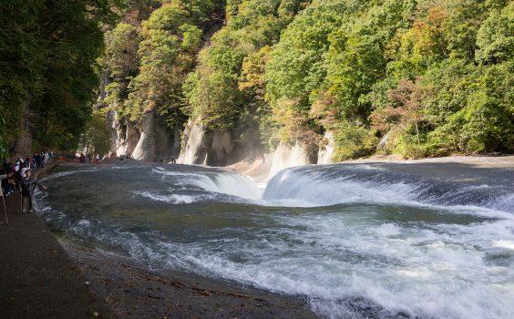 た:滝は吹割 片品渓谷(上毛かるた)